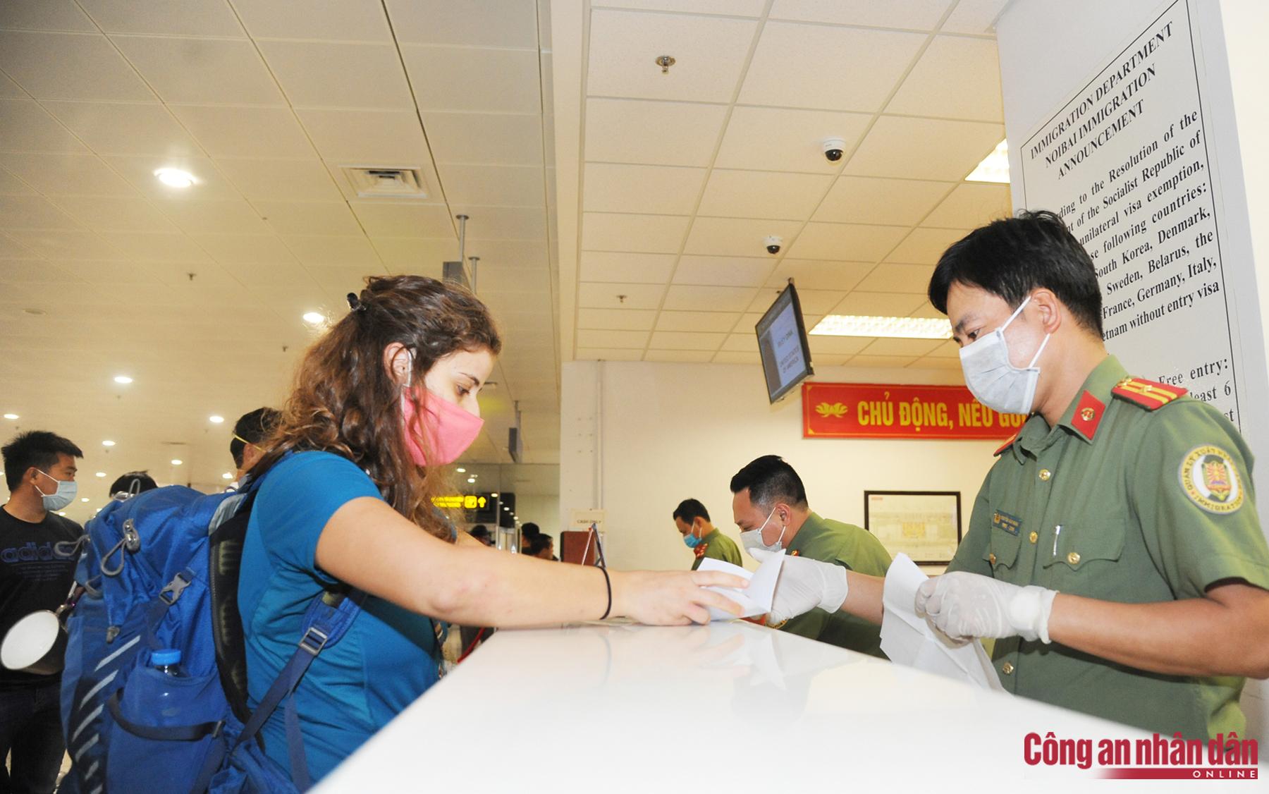 Công dân Việt Nam có 2 quốc tịch, sử dụng 2 hộ chiếu có trái với quy định?