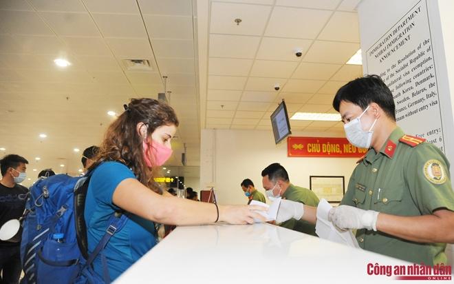 Công dân Việt Nam có 2 quốc tịch, sử dụng 2 hộ chiếu có trái với quy định? - Ảnh minh hoạ 3