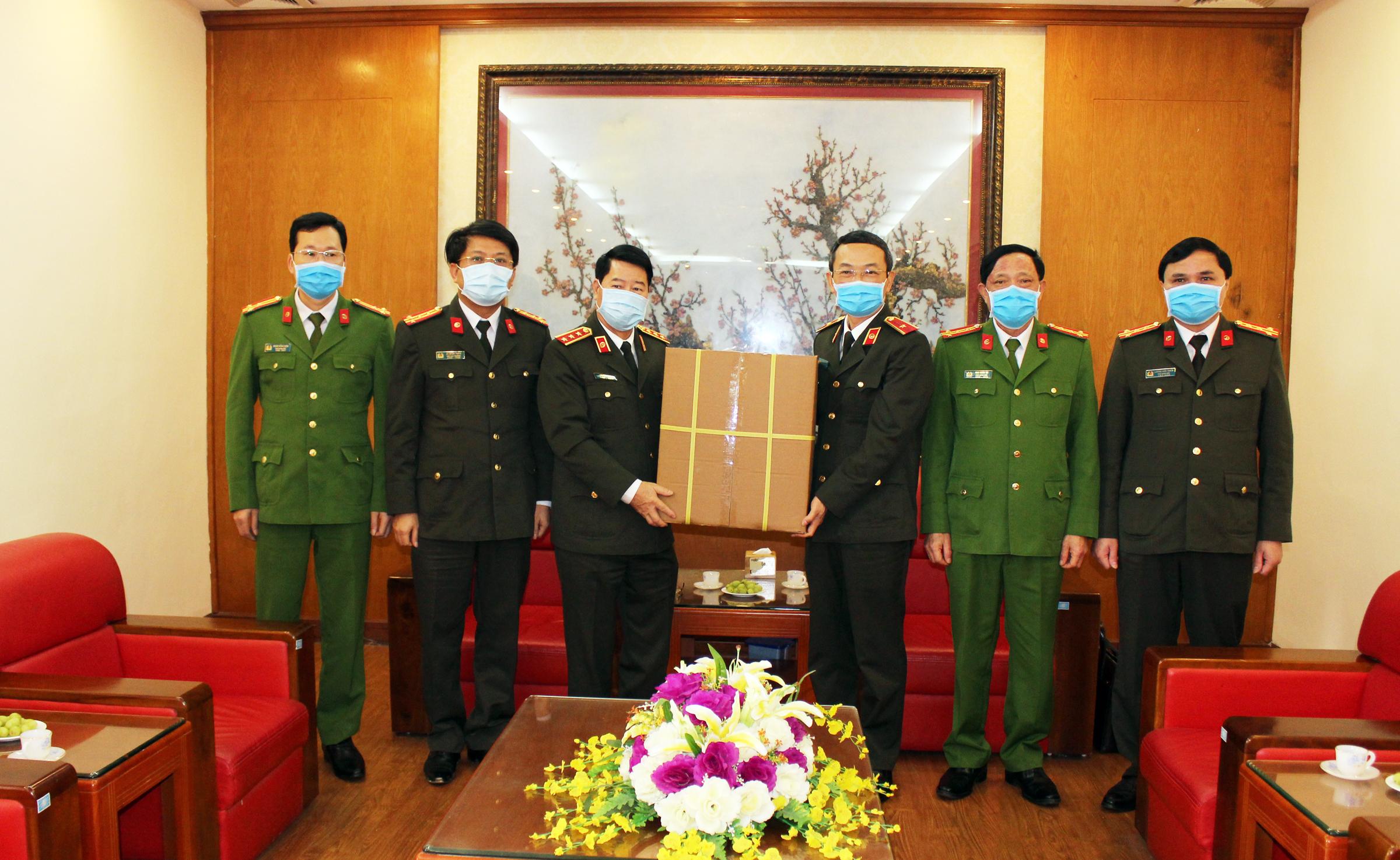 Thứ trưởng Bùi Văn Nam kiểm tra công tác đảm bảo ANTT và phòng, chống dịch tại Cao Bằng