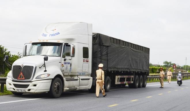 Công an các tỉnh ra quân tổng kiểm soát phương tiện đường bộ - Ảnh minh hoạ 23