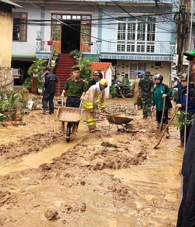 Dầm mình trong mưa bùn, nỗ lực giúp dân - Ảnh minh hoạ 5
