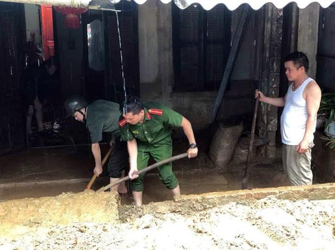 Dầm mình trong mưa bùn, nỗ lực giúp dân - Ảnh minh hoạ 4