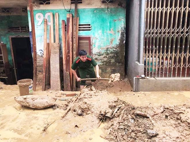 Dầm mình trong mưa bùn, nỗ lực giúp dân - Ảnh minh hoạ 3