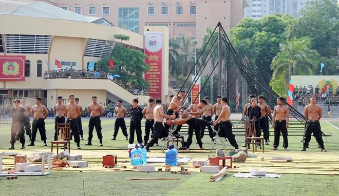 Bộ Công an tạm dừng một số hoạt động kỷ niệm Ngày Truyền thống CAND - Ảnh minh hoạ 8