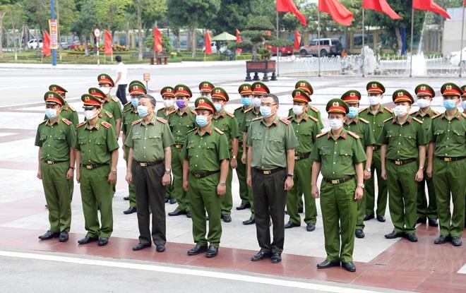 Bộ trưởng Tô Lâm dâng hương tưởng niệm Chủ tịch Hồ Chí Minh