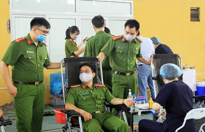 Tuổi trẻ Đại học PCCC hiến máu tình nguyện