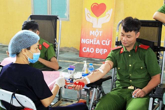 Tuổi trẻ Đại học PCCC hiến máu tình nguyện - Ảnh minh hoạ 3