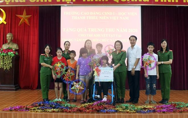 Mang Tết Trung thu đến với trẻ em khuyết tật - Ảnh minh hoạ 8