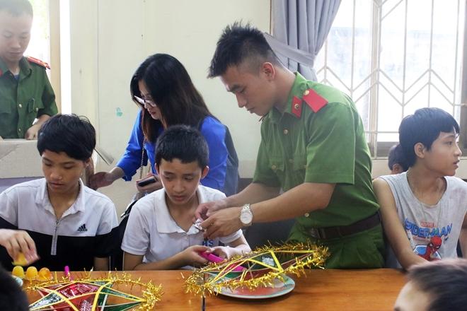 Mang Tết Trung thu đến với trẻ em khuyết tật - Ảnh minh hoạ 12