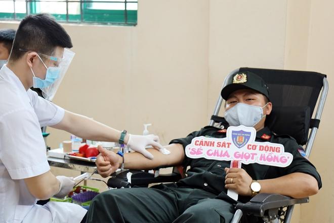 Tuổi trẻ CSCĐ tham gia hiến máu tình nguyện - Ảnh minh hoạ 7