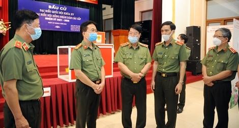 Thứ trưởng Bùi Văn Nam kiểm tra công tác chuẩn bị bầu cử tại cơ quan Bộ Công an