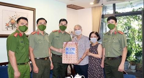 Tuổi trẻ CAND tri ân các gia đình thương binh, liệt sỹ