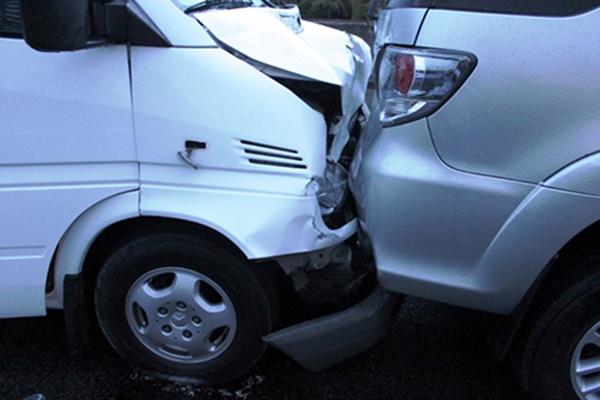 Hành khách hoảng hốt vì 4 ô tô tông nhau trên cao tốc - ảnh 2