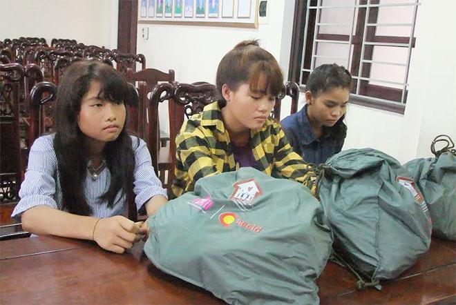 3 thiếu nữ trốn nhà ra Hà Nội làm 'ca ve' lương 30 triệu, dù không biết 'ca ve' là gì