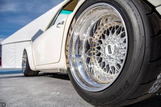 Độc đáo Porsche 911 cổ độ động cơ Tesla thành xe điện - Hình 2