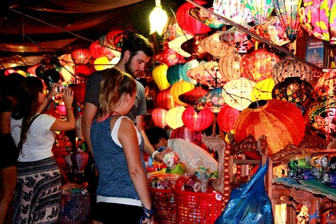 """Nhiều chương trình biểu diễn nghệ thuật dân gian, ẩm thực; trưng bày ảnh đẹp """"Du lịch Quảng Nam"""" tại đêm"""